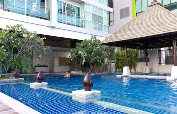 the-primesukhumvit11-swimmingpool